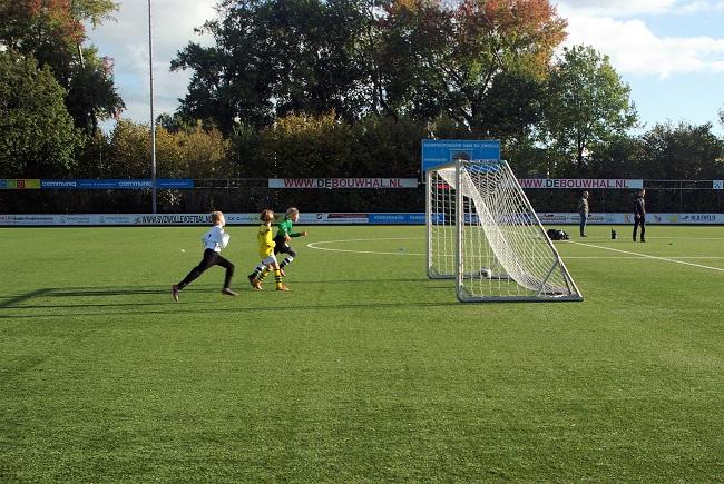 Meisjesteam SV Zwolle JO10-2 boekt zege 12