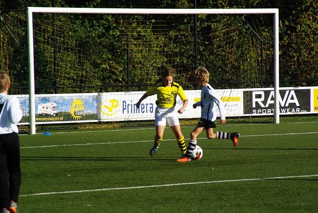 Meisjesteam SV Zwolle JO10-2 boekt zege 16