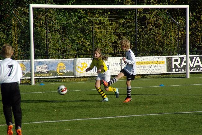 Meisjesteam SV Zwolle JO10-2 boekt zege 17