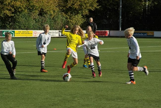 Meisjesteam SV Zwolle JO10-2 boekt zege 24