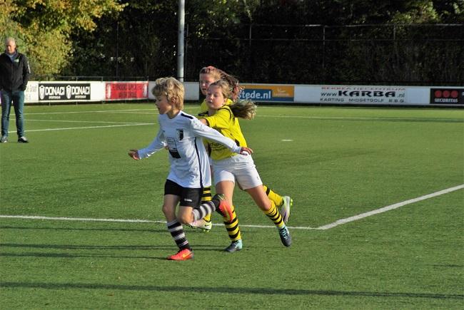 Meisjesteam SV Zwolle JO10-2 boekt zege 33