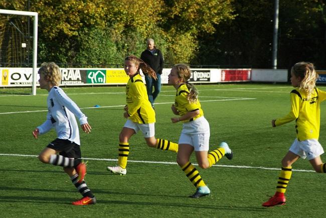 Meisjesteam SV Zwolle JO10-2 boekt zege 35