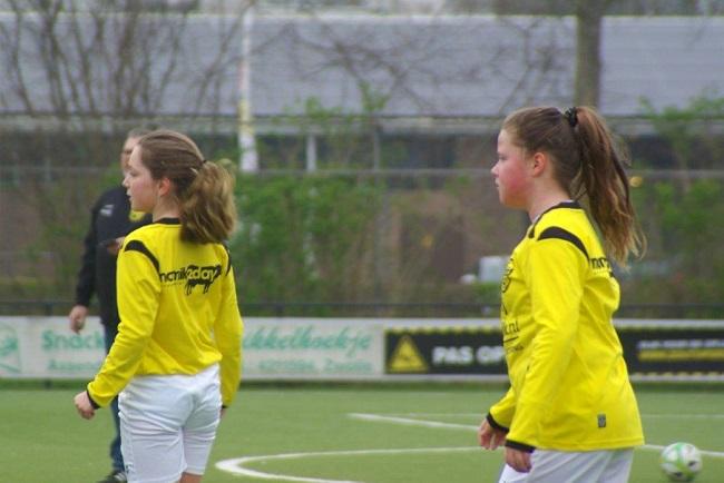 Meiden SV Zwolle JO10-2 hebben de langste adem 3