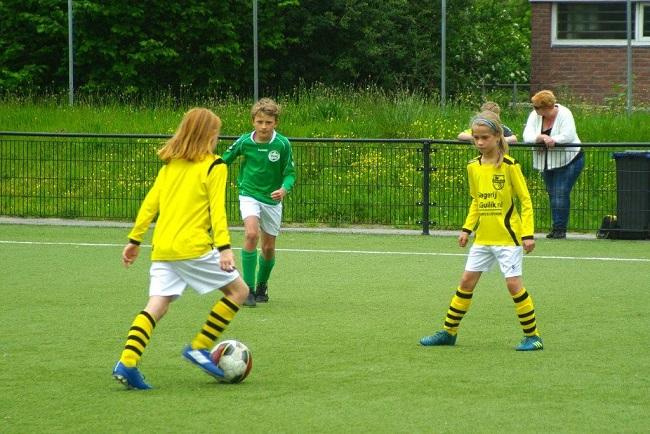 Laatste competitiewedstrijd van meiden SV Zwolle JO10-2G 12
