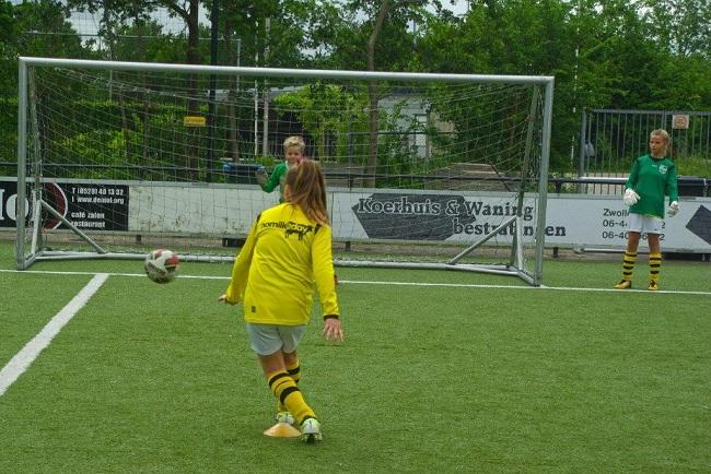 Laatste competitiewedstrijd van meiden SV Zwolle JO10-2G 23