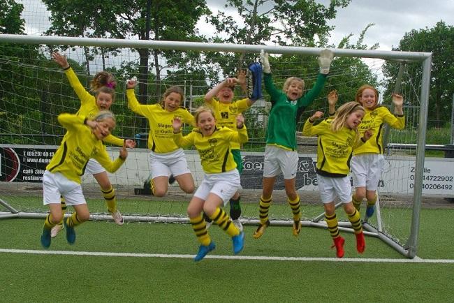 Laatste competitiewedstrijd van meiden SV Zwolle JO10-2G 24