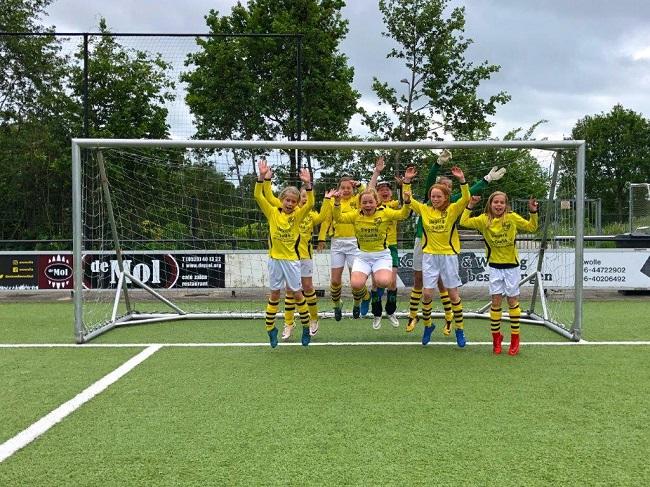 Laatste competitiewedstrijd van meiden SV Zwolle JO10-2G 1