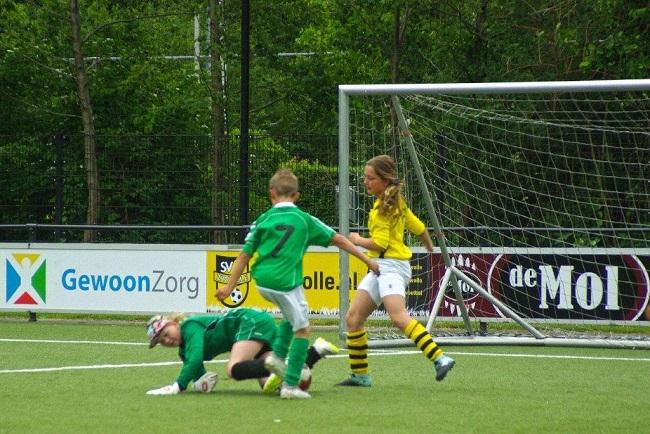 Laatste competitiewedstrijd van meiden SV Zwolle JO10-2G 5
