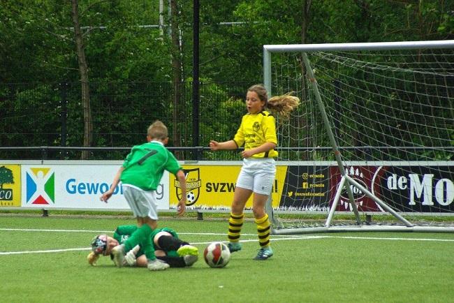 Laatste competitiewedstrijd van meiden SV Zwolle JO10-2G 6