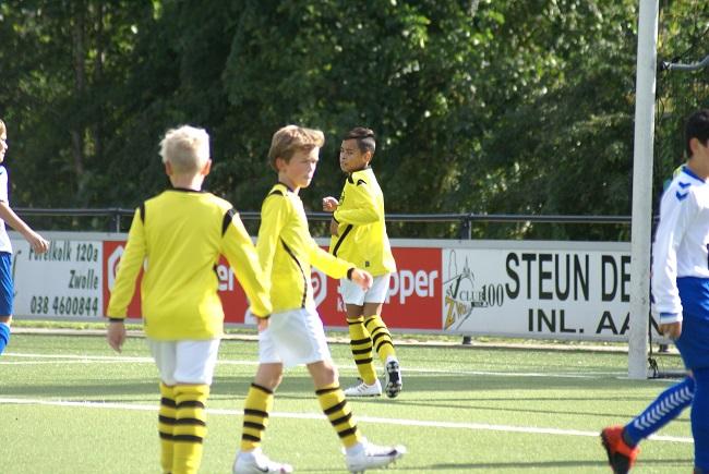 Buitenspelers op dreef bij winnend SV Zwolle JO13-1 2
