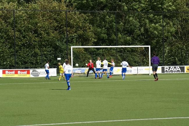 Buitenspelers op dreef bij winnend SV Zwolle JO13-1 3