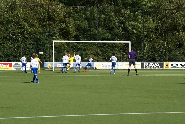 Buitenspelers op dreef bij winnend SV Zwolle JO13-1 4